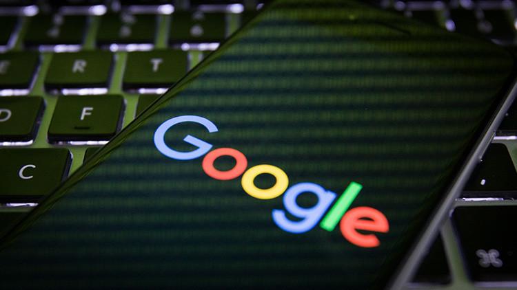 Acusan a Google de obtener beneficios negando el Holocausto