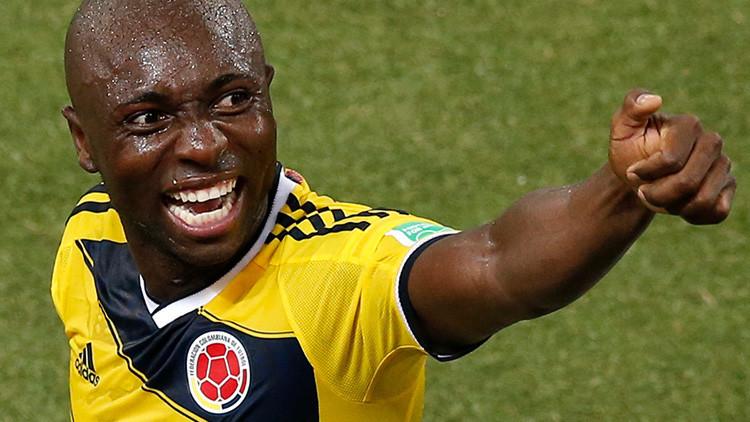 El futbolista colombiano Pablo Armero protagoniza un escándalo en un avión (Video)