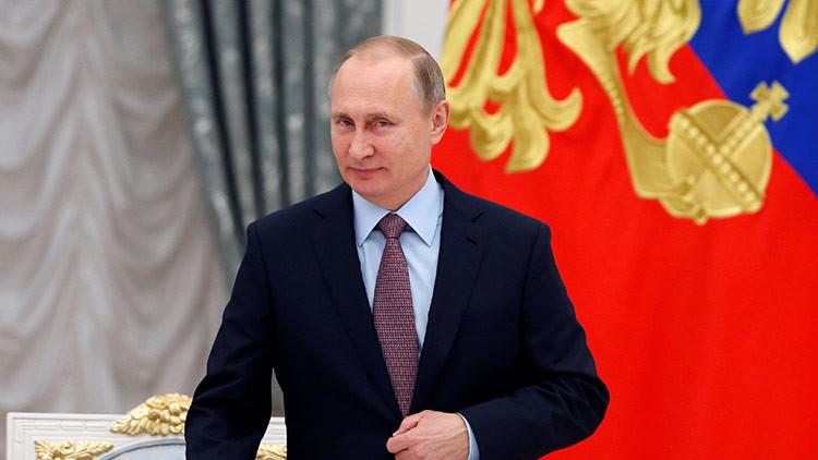 Putin responde con una broma a la pregunta de un periodista sobre elecciones anticipadas
