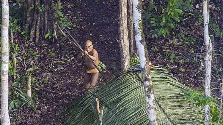 Fotógrafo brasileño capta por casualidad a una tribu aislada en el noreste del país (Fotos)