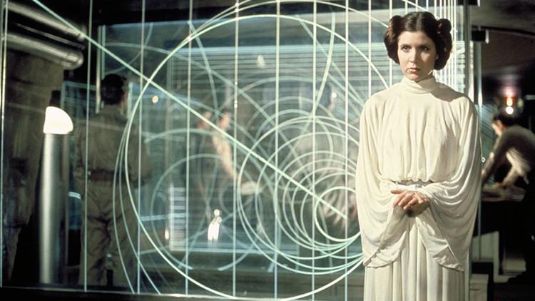 La actriz Carrie Fisher en estado crítico tras sufrir un ataque cardíaco en un vuelo a Los Ángeles