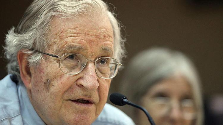 """Chomsky: """"La declaración de Trump sobre el aumento nuclear es una de las más aterradoras"""""""