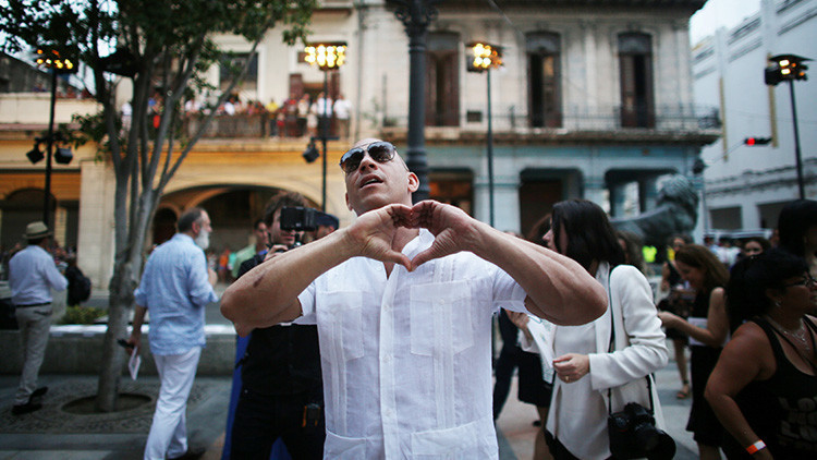 """El acoso de Vin Diesel a una periodista brasileña: """"Dios, eres tan hermosa, salgamos de aquí"""""""
