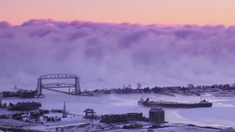 VIDEO: Banco de niebla de aspecto apocalíptico aparece sobre un lago en Minnesota