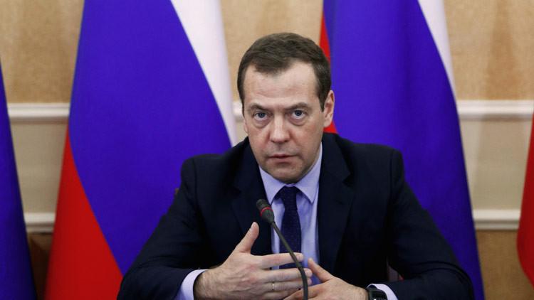 """Medvédev: Las víctimas del Tu-154 volaban a Siria """"con una misión positiva y de paz"""""""