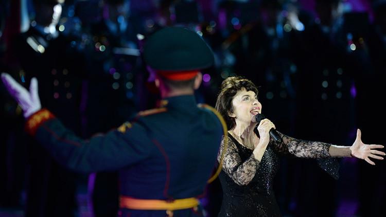 """Mireille Mathieu: """"Voces de oro del coro A.V. Alexándrov ascendieron al cielo musical"""""""