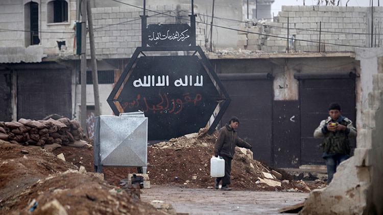"""Video: Hallan en Alepo los cuerpos de decenas de sirios que sufrieron """"torturas brutales"""""""
