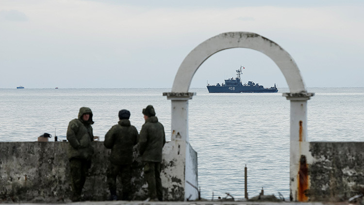Sacan del mar fragmentos del siniestrado avión ruso Tu-154