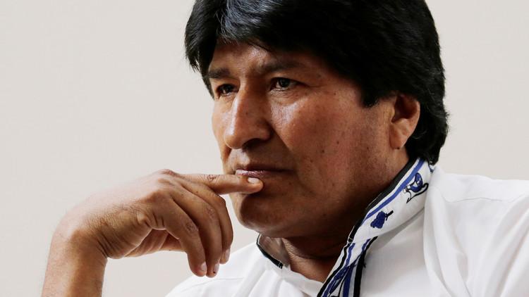 Medio británico acusa a Evo Morales de ver porno en plena reunión oficial (VIDEO)