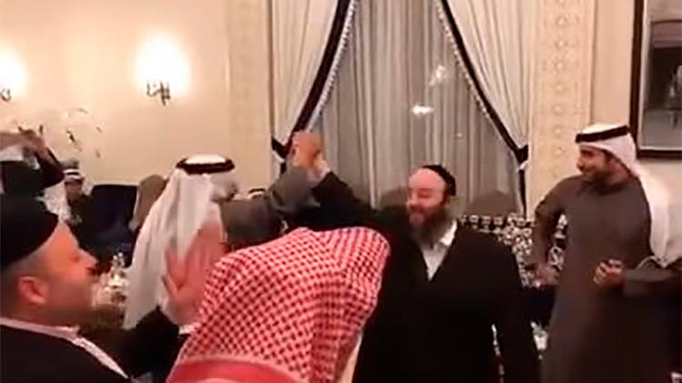 Video: árabes y judíos de Baréin bailan y cantan juntos para celebrar la festividad de Janucá