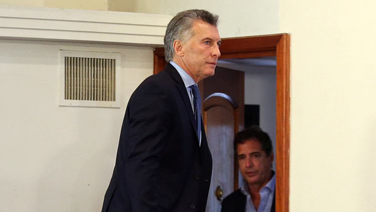 Apedrean el auto en el que viajaba Mauricio Macri