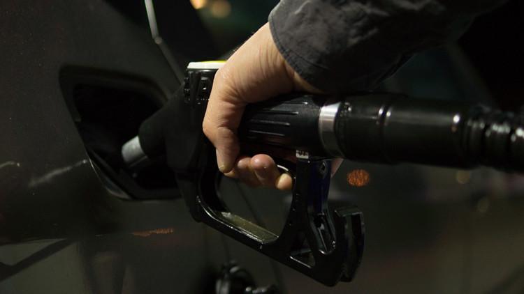 Llega el 'gasolinazo': Enojo y memes en México ante la dramática subida del combustible para 2017