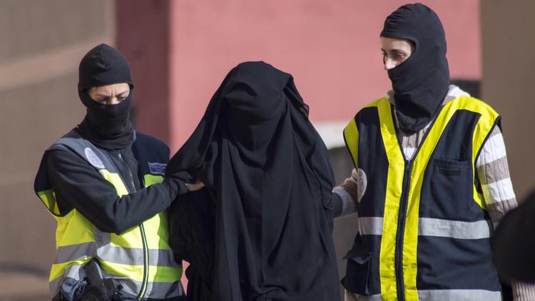 Detienen a dos españolas por sus lazos con el EI, una de ellas casada con un sanguinario yihadista