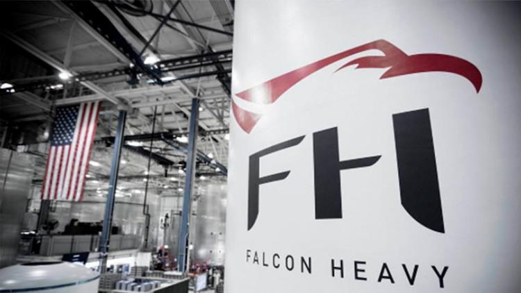 """Falcon Heavy: SpaceX presenta el cohete """"más potente del mundo"""""""