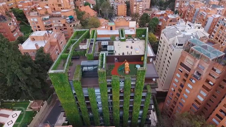 Video: La casa-jardín de Bogotá, uno de los jardines verticales más grandes y bellos del mundo