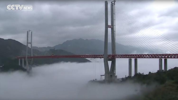 Video: China construye el puente más alto del mundo