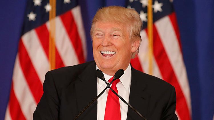 """Trump: """"Los rusos juegan con la CNN y la NBC News haciéndolos pasar por tontos"""""""