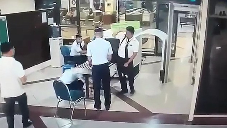 VIDEO: Un piloto se presenta ebrio para manejar un avión con más de 150 personas