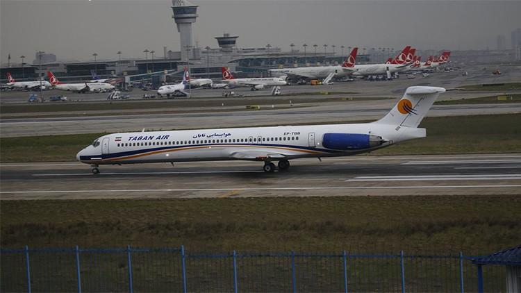 Irán: Un avión de Taban Air arde en un aeropuerto de Teherán