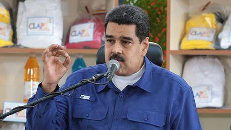 El presidente de Venezuela Nicolás Maduro habla en un acto de los Comités Locales de Abastecimiento y Producción (CLAP) en Caracas, el 2 de diciembre de 2016.