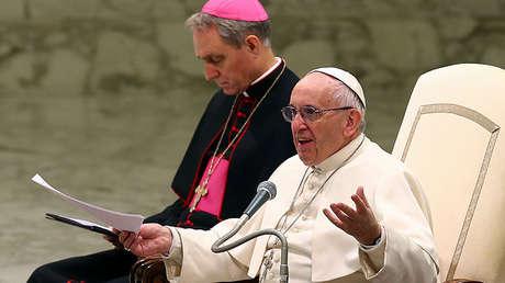 El Papa Francisco habla durante su audiencia general en el aula Pablo VI del Vaticano