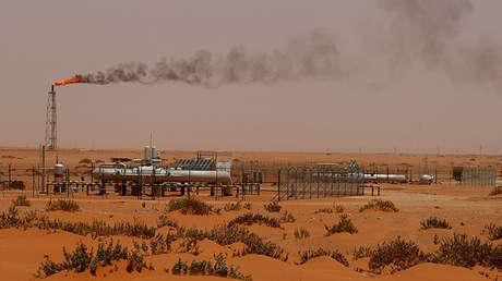 Una planta de Aramco en el desierto arábigo, a unos 160 km al este de Riad