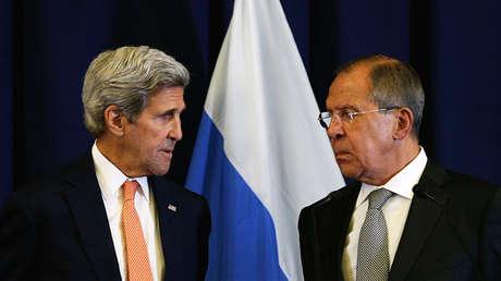 El secretario de Estado de EE.UU., John Kerry, y el ministro de Exteriores de Rusia, Serguéi Lavrov.