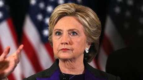 Hillary Clinton habla ante sus partidarios en Nueva York un día después de las elecciones presidenciales de EE.UU., el 9 de noviembre de 2016