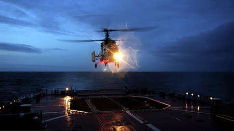 Un helicóptero KA-27