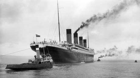 El Titanic zarpa del puerto de Belfast, Irlanda del Norte