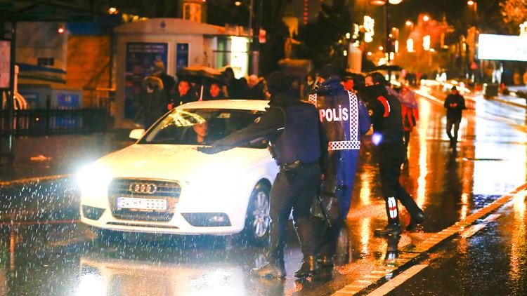 Primeras imágenes del atentado contra el club nocturno de Estambul (VIDEOS)