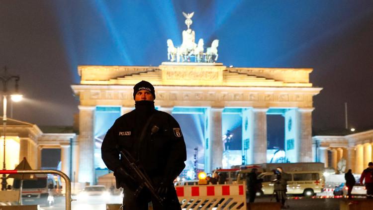 """La Policía de Berlín detiene a un hombre que gritó """"¡bomba!"""" durante los festejos de Nochevieja"""