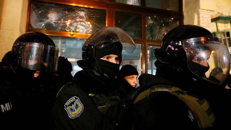 Choque en Ucrania durante una marcha con antorchas en homenaje al líder nacionalista radical Bandera