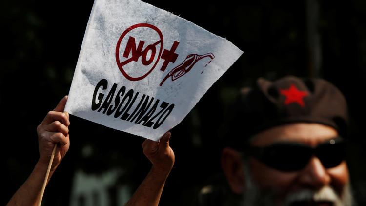 México: Las protestas contra el 'gasolinazo' derivan en el bloque de carreteras