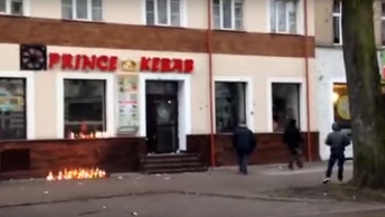 Disturbios de tinte xenófobo en una ciudad polaca tras el asesinato de un joven en un kebab (videos)
