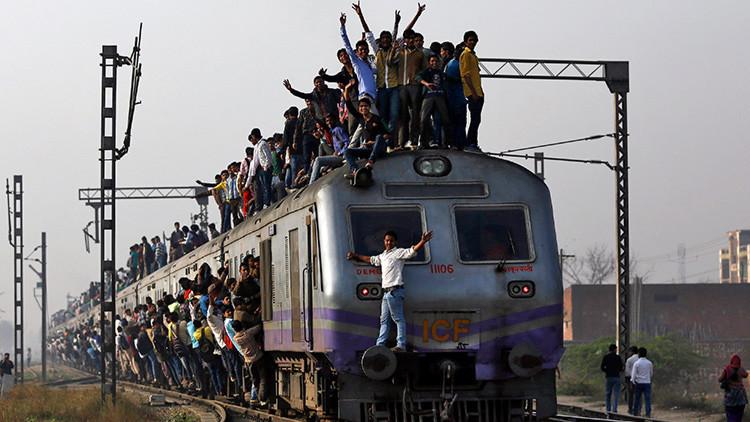 Estudiante indio muere tras ser golpeado por un tren mientras se tomaba una foto
