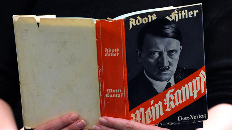 Una antigua edición del 'Mein Kampf' expuesta en la Biblioteca Central y Regional de Berlín, el 7 de diciembre de 2015.Tobias SchwarzReuters