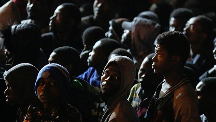 Motín y toma de rehenes en un centro de refugiados en Italia (video)