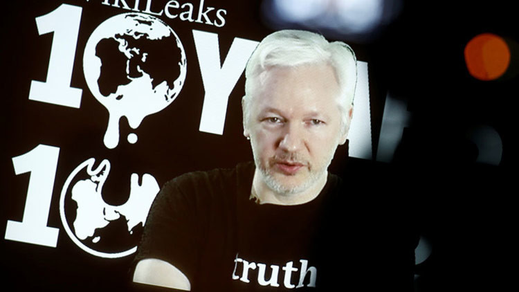 """WikiLeaks promete """"hacernos estallar la cabeza"""" en 2017"""