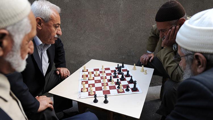 """Imán turco: """"Las personas que juegan al ajedrez son mentirosas"""""""
