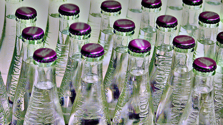 Cómo las corporaciones han conseguido amasar fortunas gracias al agua