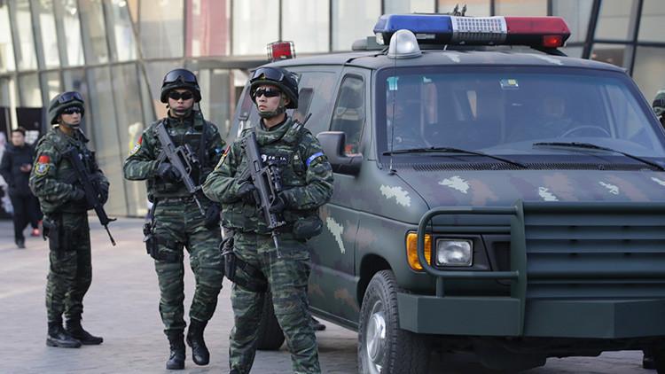 China un hombre armado irrumpe en un jard n de infancia y for Armado de jardines
