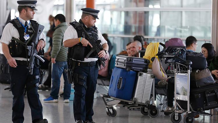 Arrestan en un aeropuerto de Londres a un sospechoso de amenaza terrorista