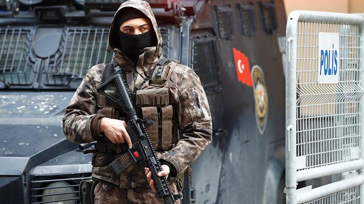 Dos hombres abren fuego en un restaurante en Estambul