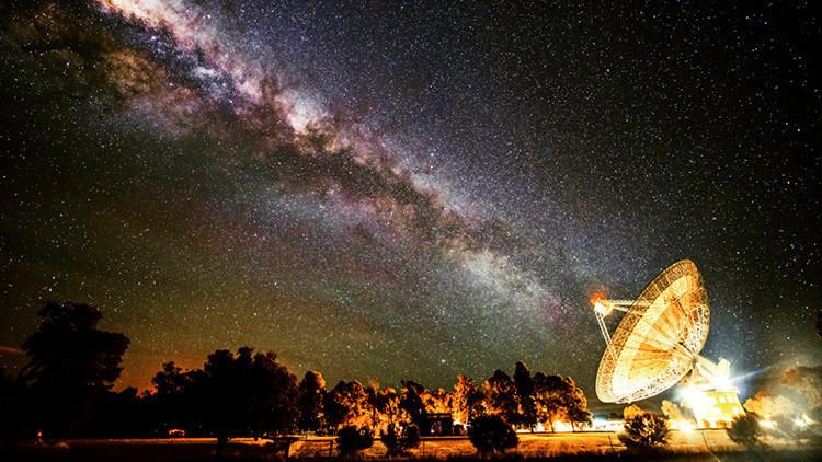'Contacto': Astrónomos revelan el origen de las misteriosas señales espaciales