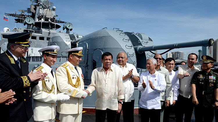 Duterte visita el buque antisubmarino ruso Admiral Tributs (video)