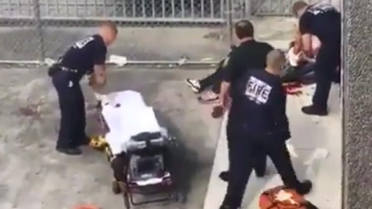 VIDEO: Un herido pide ayuda tras el tiroteo en el aeropuerto de Fort Lauderdale
