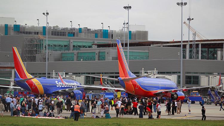 ¿Cómo fue posible que el agresor de Florida viajara con su arma en avión?