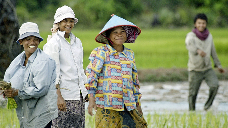 Prohibido tocar la cabeza a los niños y otros 8 hechos sorprendentes sobre Camboya