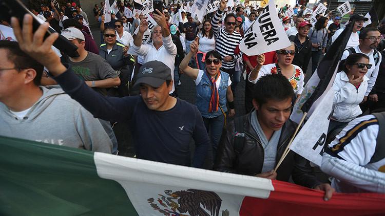 Cientos de manifestantes marchan en Ciudad de México contra Peña Nieto (video)
